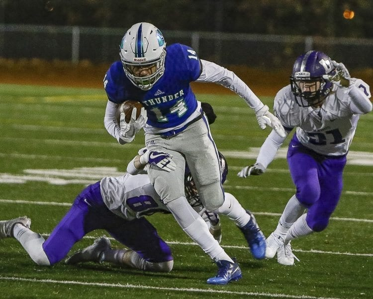 Mountain View receiver Makai Anderson helped the Thunder move the ball into the red zone with this catch and run in the first quarter. Photo by Mike Schultz