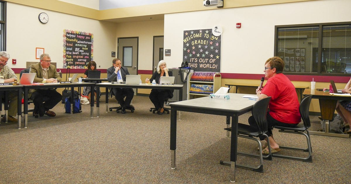 Glenwood Primary teacher Lesli Collum addresses the Battle Ground School Board Monday about poor working conditions at the overcrowded school. Photo by Chris Brown