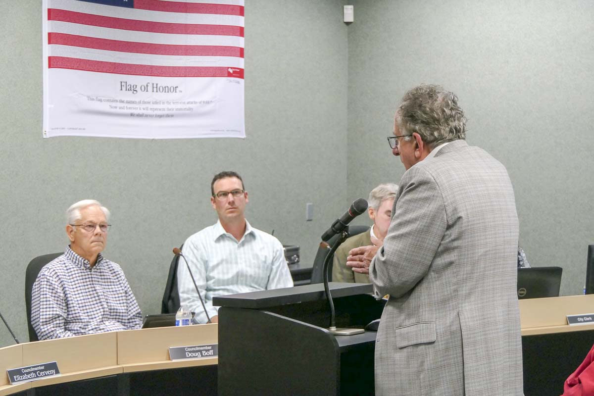Stephen Horenstein, an attorney for the Cowlitz Tribe, talks at a La Center City Council meeting. Photo by Chris Brown