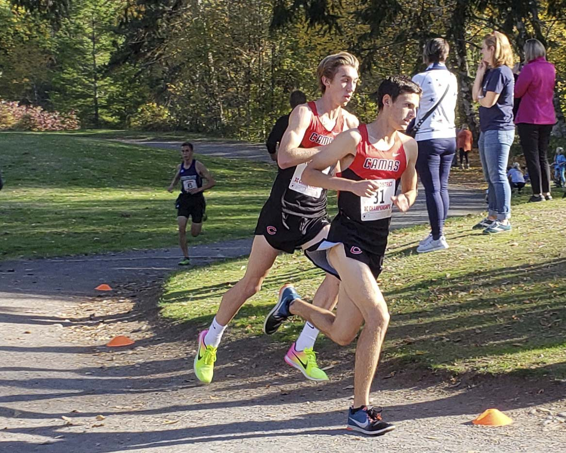 By design, Jackson Lyne (31) took the early lead for Camas, but it was Daniel Maton who would end up winning his second consecutive district title. The Papermakers finished 1-2-3-4-5 in the boys race. Photo by Paul Valencia