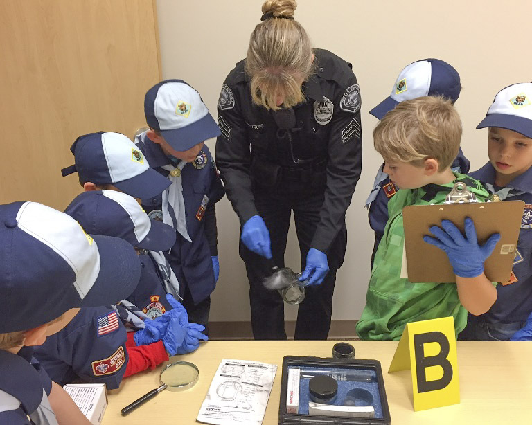 Battle Ground Police get visit from Cub Scouts Den 1, Pack 443
