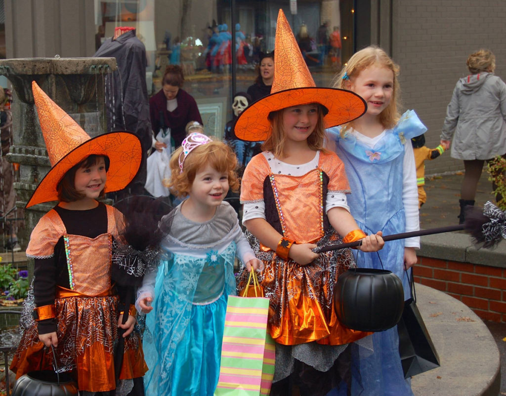 Downtown Camas hosts Boo Bash trick or treat Clark County News