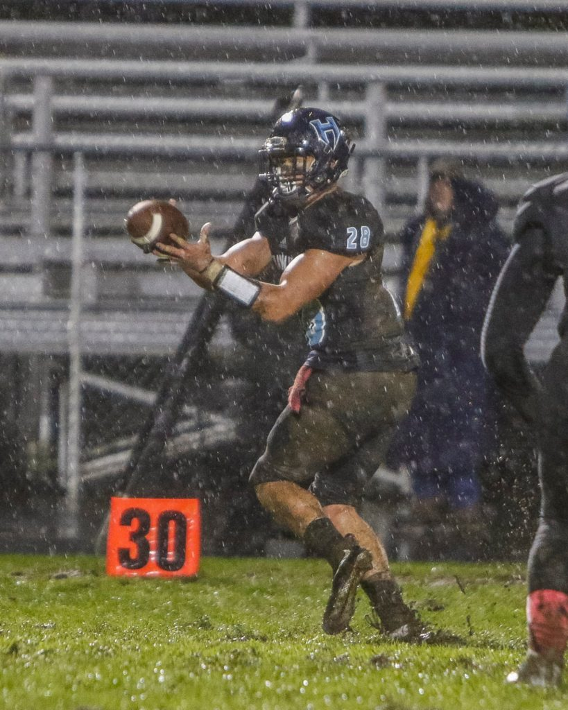Hockinson running back Gannon Kytola (28) catches a pass from quarterback Canon Racanelli.. Photo by Mike Schultz.