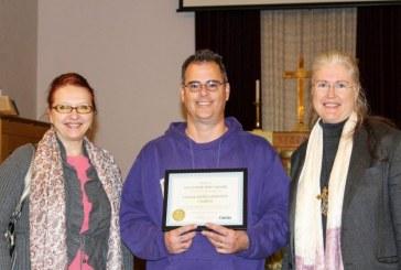 Camas mayor honors local Methodist church with volunteer spirit award
