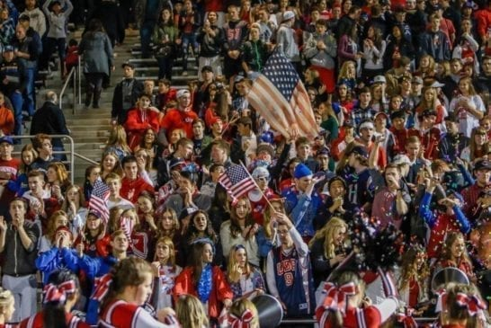 camas-high-school-football-students-tribute-veterans