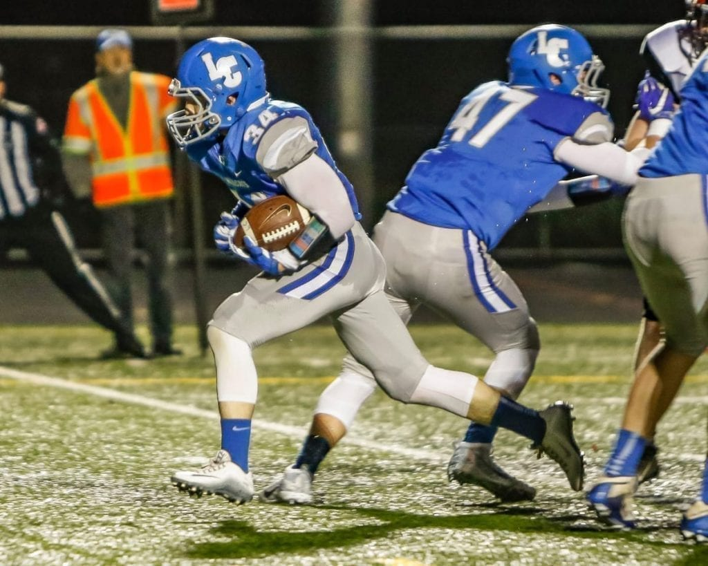 La Center advances to semifinals of state football playoffs