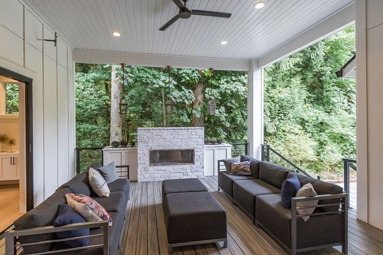 The Whitby featured a spacious outdoor living area looking out on a neighborhood greenbelt that was integrated into the rest of the house by two sets of glass accordion doors. Photo by Mike Schultz