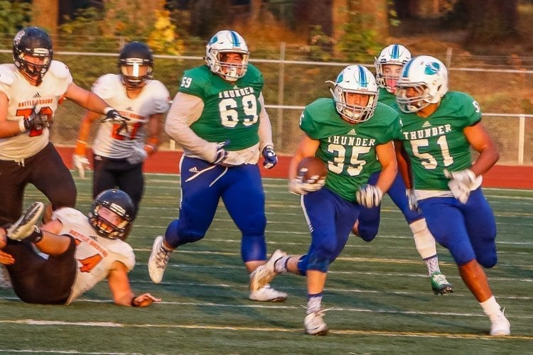 Mountain View running back Andrew Gulliford (35)breaks free on a run during a Thunder win over Battle Ground. Photo by Mike Schultz