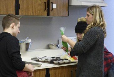 Cupcake Wars give Ridgefield High School students a taste of creative competition