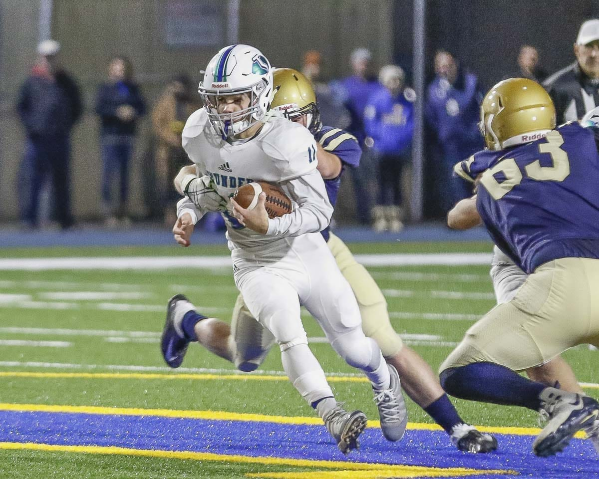 Mountain View quarterback Garrett Moen (11) rushes for yardage during Friday's win at Kelso. Photo by Mike Schultz