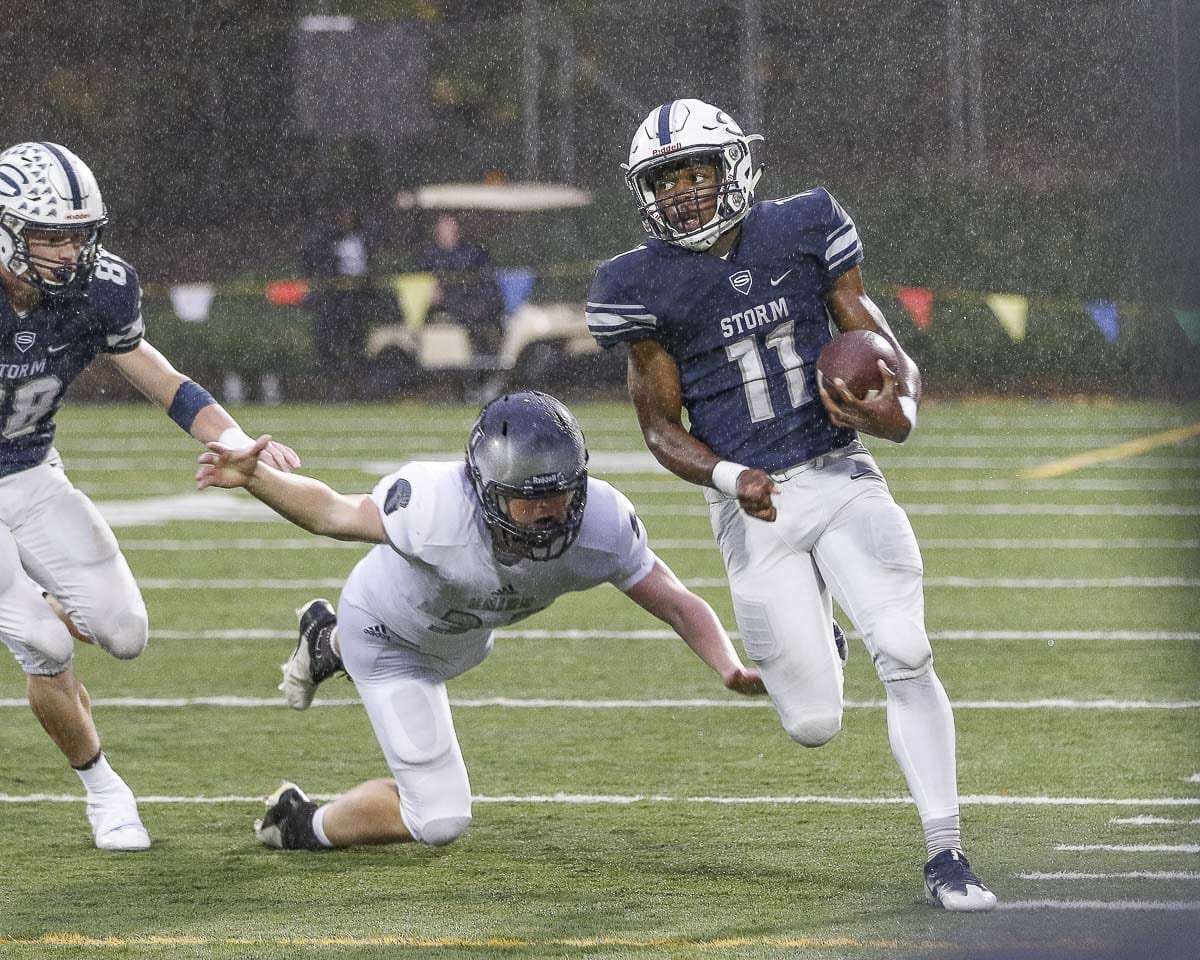 Skyview running back Jaylnnee McGee, shown here in Week 6, had three first-quarter touchdowns in Week 7. Skyview takes on Camas this week. Photo by Mike Schultz