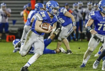Elma ends La Center's attempt to return to the state playoffs