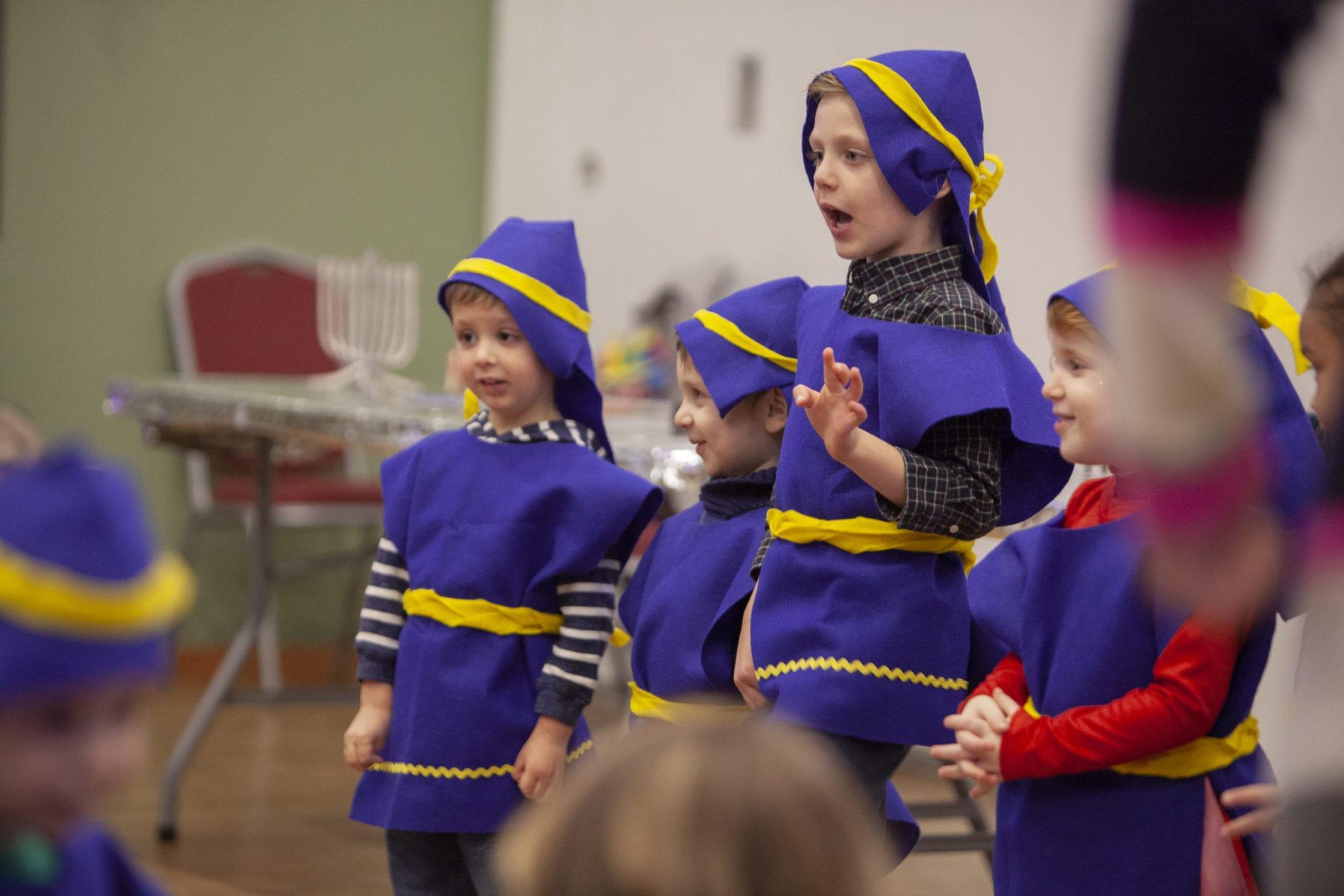 Children from the Gan-Garrett Jewish Preschool perform classic Hanukkah tunes dressed as Maccabees for their families at their Hanukkah festival on Dec. 9. Photo by Jacob Granneman