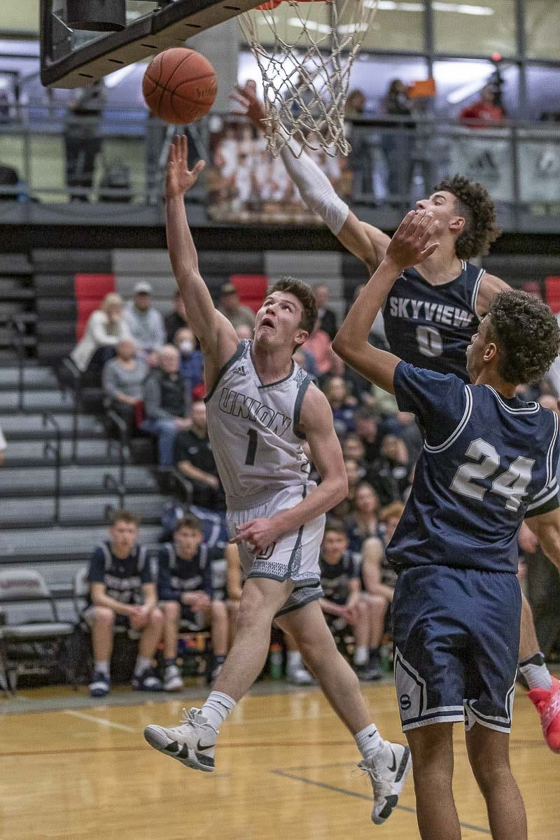 Brad Lackey scored 16 points to help Union take down Skyview for the outright Class 4A Greater St. Helens League boys basketball title. Photo by Mike Schultz