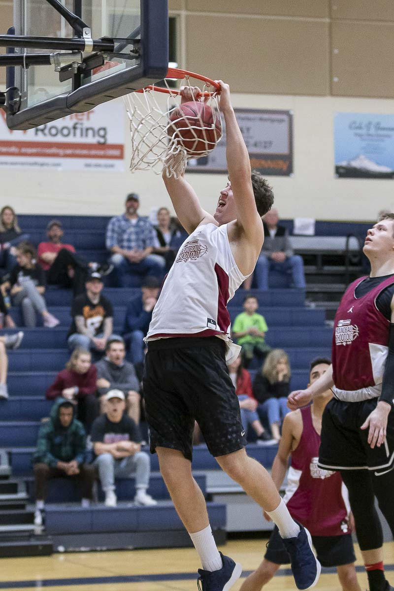 Shaw Anderson of Kelso brought down the house with this slam Sunday during the Roundball Shootout. Photo by Mike Schultz