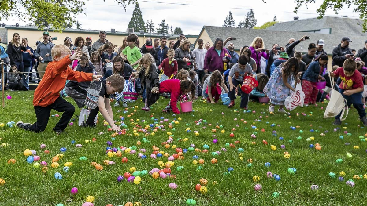 Area children and their parents enjoyed the Easter Egg Hunt at Hathaway Park in Washougal on Saturday. Photo by Mike Schultz