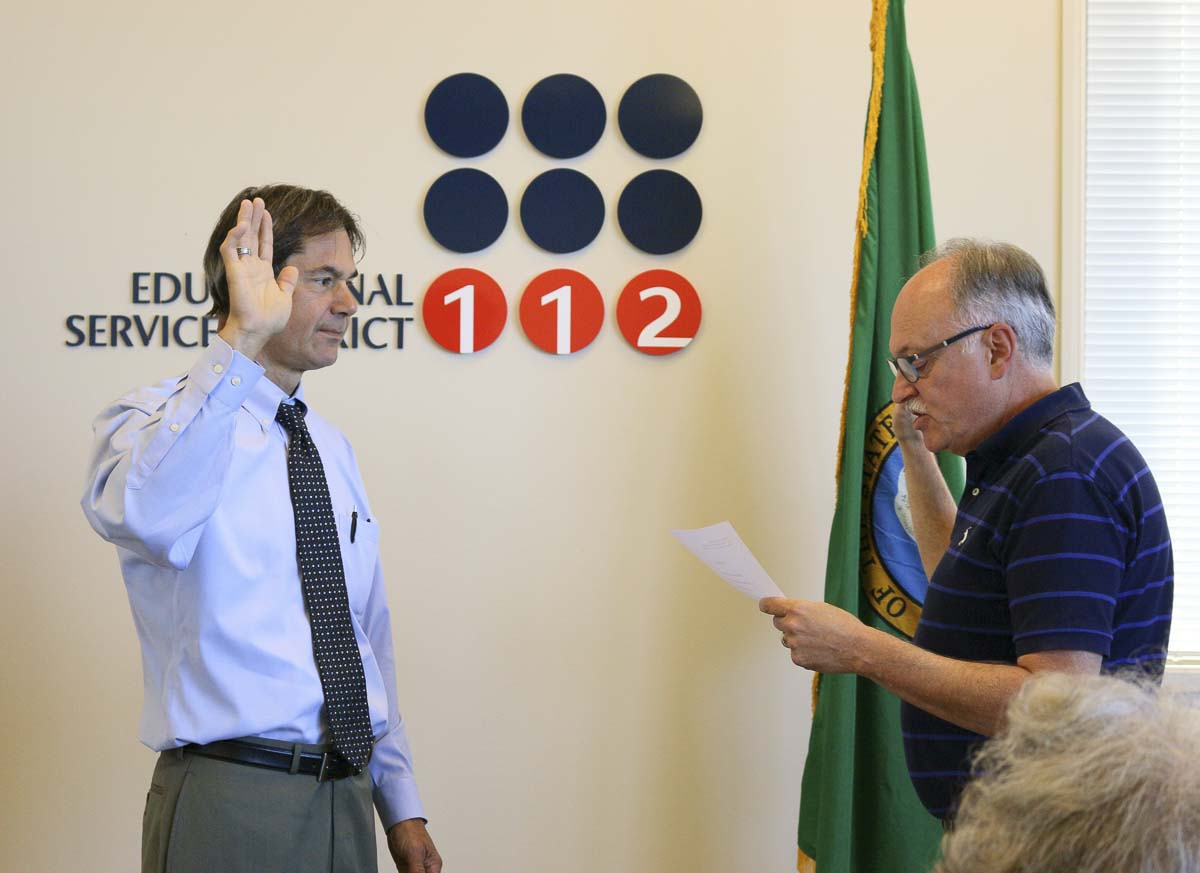 Newest ESD 112 Board Member Mark Hottowe (left) is sworn in by Superintendent Tim Merlino. Photo courtesy of ESD 112