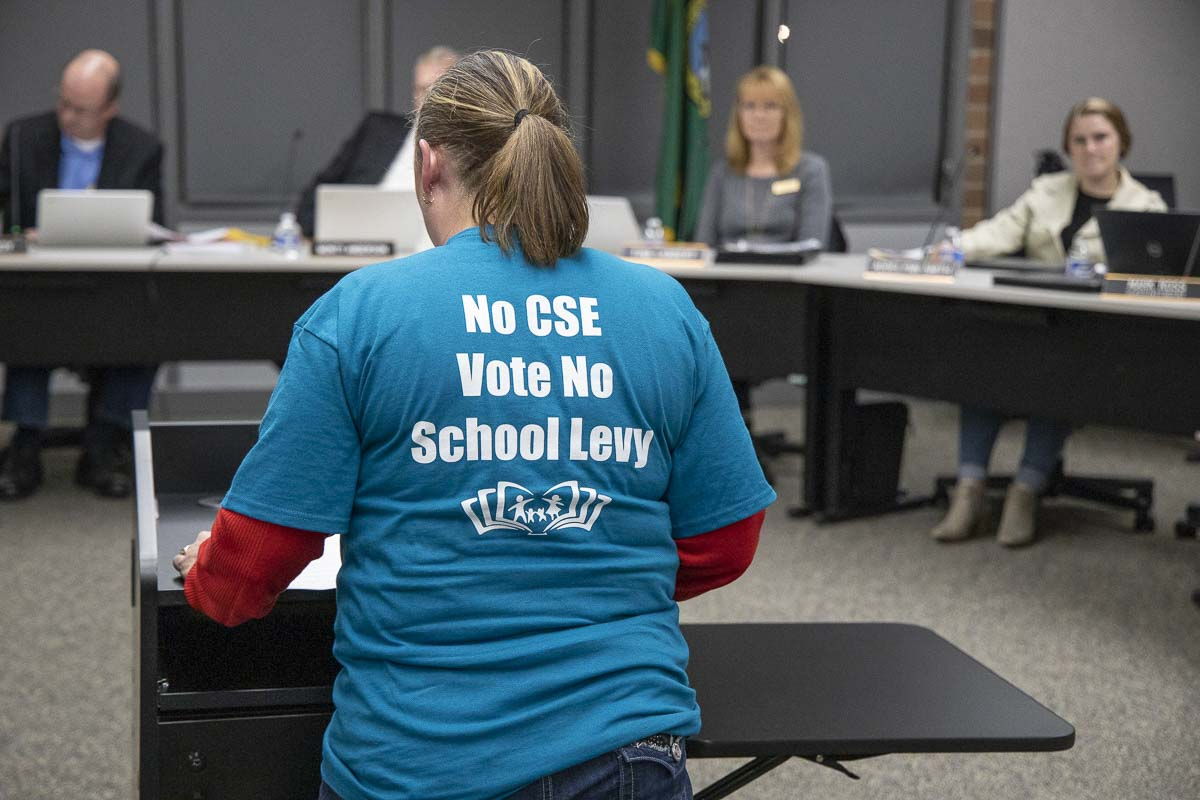 Jennifer Heine-Withee speaks against CSE curriculum at the Battle Ground School Board meeting Oct. 28. Photo by Chris Brown