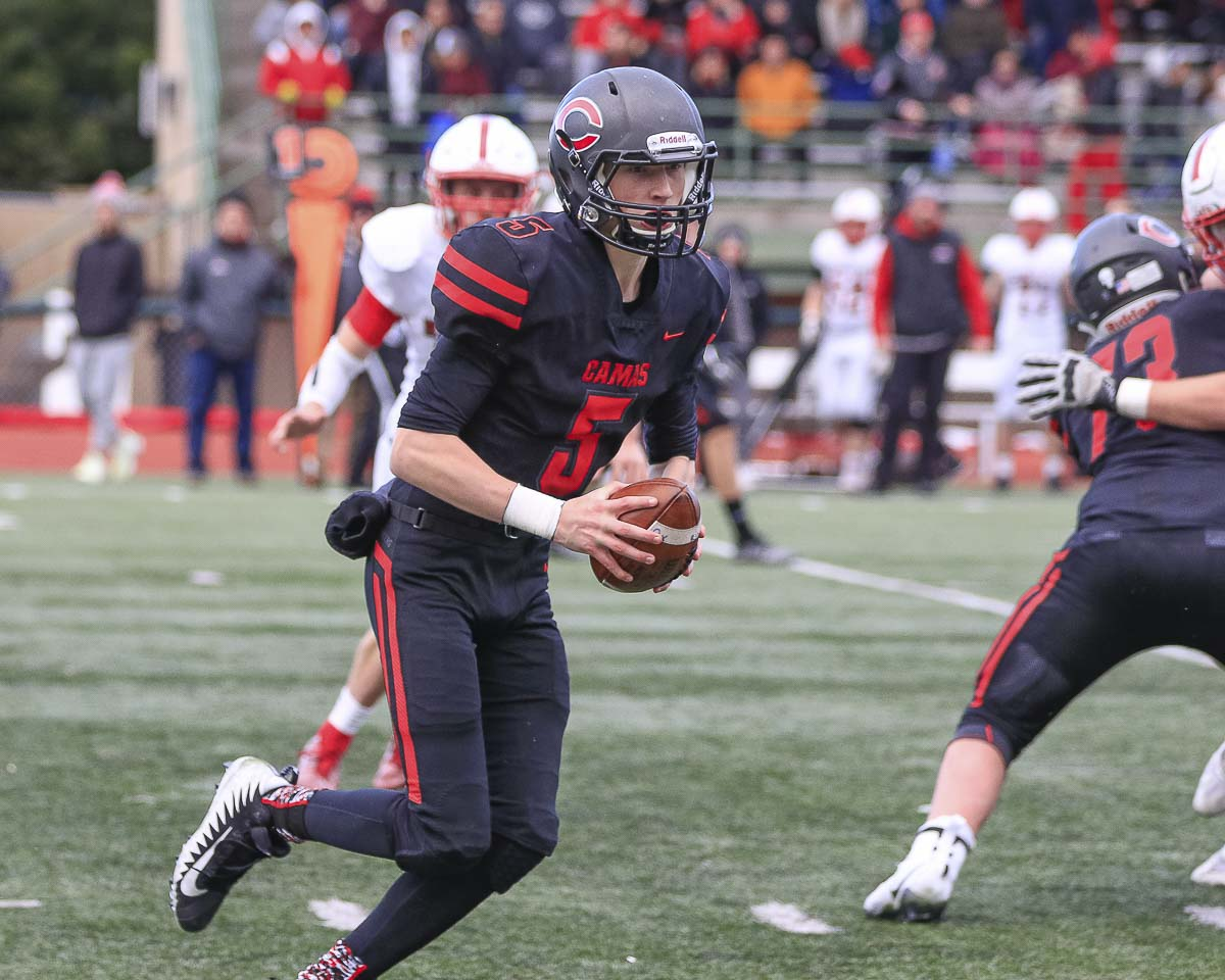 Camas quarterback Blake Asciutto (5) passed for 210 yards, including an 80-yard scoring strike to Jackson Clemmer on the Papermakers' first offensive play of the game, in Saturday's win over Mount Si. Photo by Mike Schultz