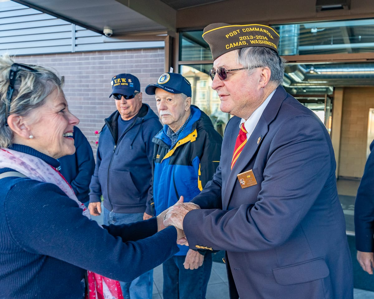 Black Pearl owner Kim Sherertz thanks veteran and VFW member Bob Hitchcock for his service. Photo by Mike Schultz