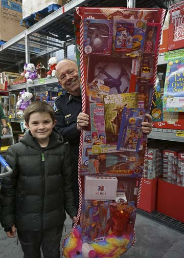 Battle Ground Police Chief Richardson with Nabisco Stocking Winner. Photo courtesy of city of Battle Ground