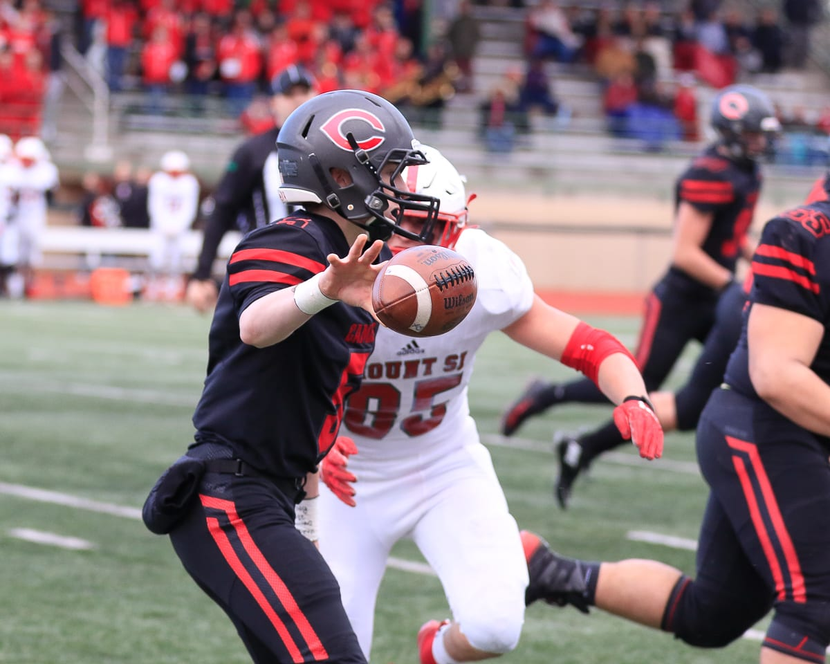 Blake Asciutto will tell you he is more of a pocket passer, but he knows how to run the option, too, for the Camas Papermakers. Photo by Mike Schultz