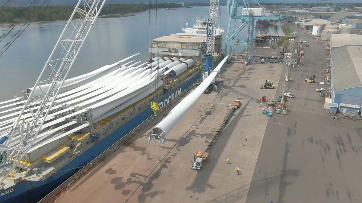 The delivery is a joint effort between the turbine manufacturer Goldwind and the wind project owner Potentia Renewables. Photo courtesy of Brett Eichenberger, Resonance credit/Port of Vancouver