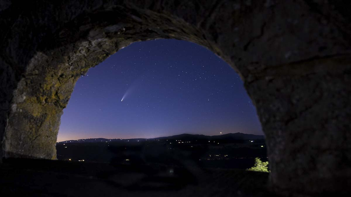 Heather Tianen returned to Vista House on Wednesday to capture this shot of the comet. Photo by Heather Tianen
