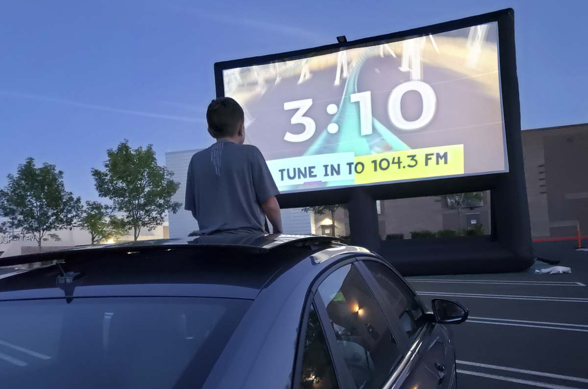 Pop Up Cinema Brings Drive In Movies To The Mall Clarkcountytoday Com