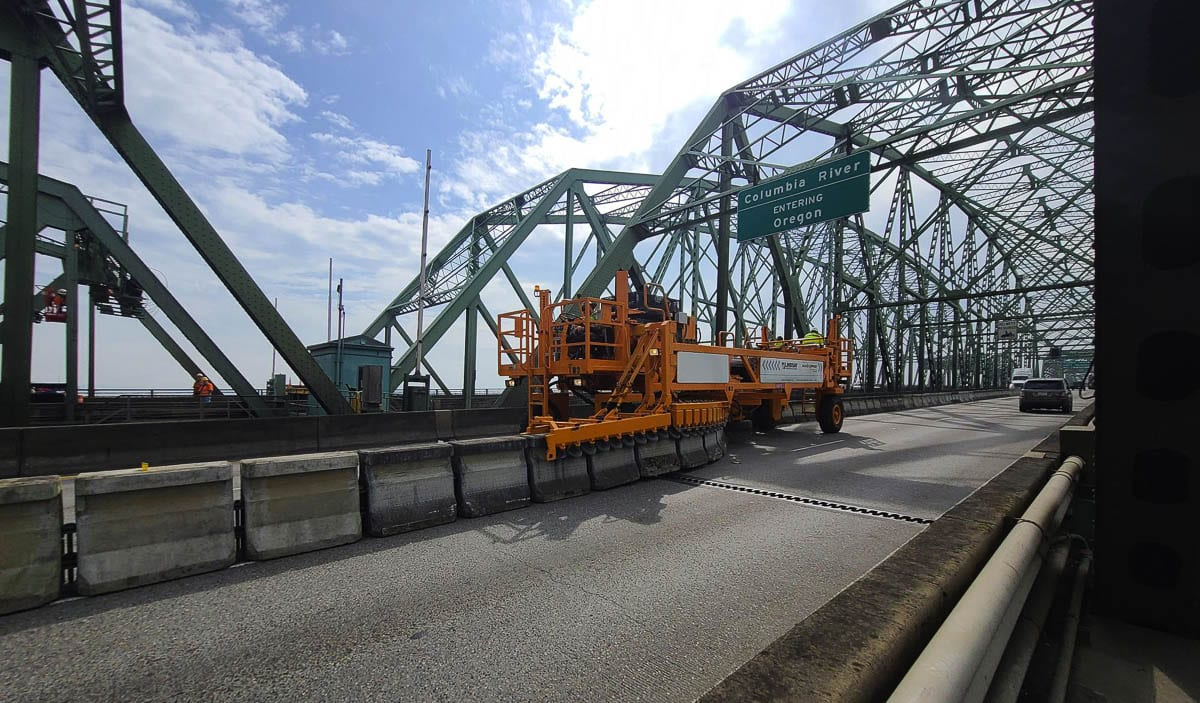 A zipper machine moves concrete barriers on the Interstate Bridge southbound span during the midday commute. Photo by Jenny Valencia