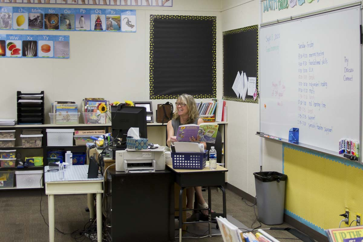 Michelle O'Flynn, a third grade teacher at Columbia Elementary School, reads to her students. Photo courtesy of Woodland Public Schools