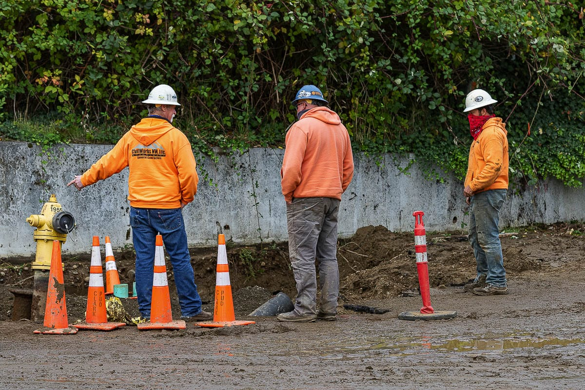 Clark Public Utilities crews work to repair a broken water main near Columbia River High School on Friday. Photo by Mike Schultz