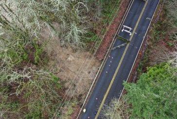 Mudslide closes Pacific Highway between La Center in Woodland