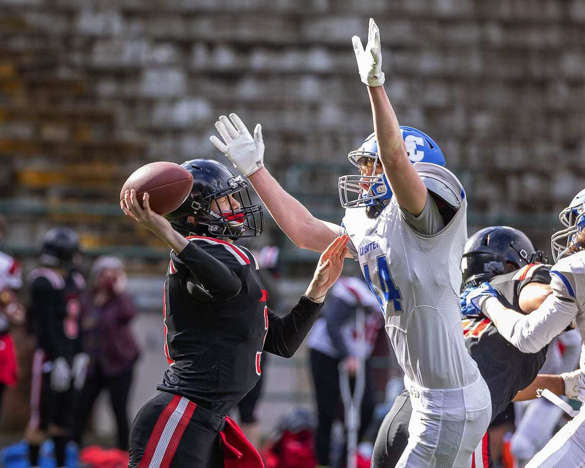 The La Center defense, led here by Austin Nixon, pressured Fort Vancouver quarterback Kaeleb Cvitkovich much of the day. Photo by Mike Schultz