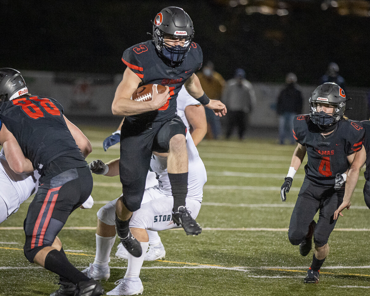 Jake Blair seems to defy gravity, leading Camas to a 38-31 double-overtime win over Skyview. Photo by Mike Schultz