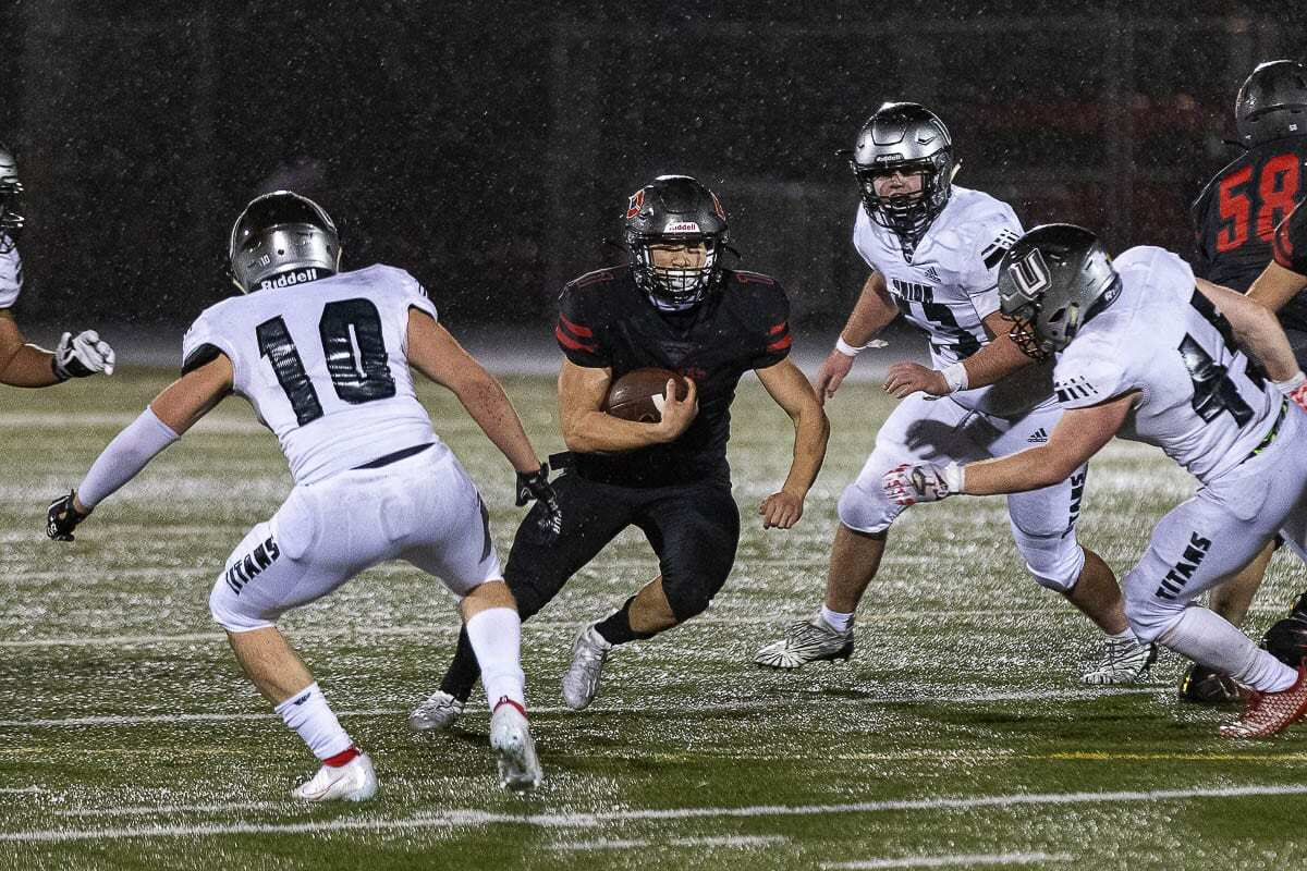 Camas running back Gabe Guo finished with 74 yards rushing and a touchdown, but the Union defense made him pay for those numbers. Union's defense led the way in a 17-9 win over Camas. Photo by Mike Schultz