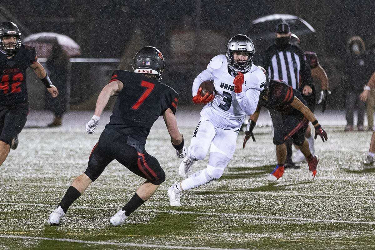 Union receiver Jake Bowen had catches on both of his team's touchdown drives, including a 45-yard reception to the 1-yard line. Union beat Camas 17-6. Photo by Mike Schultz